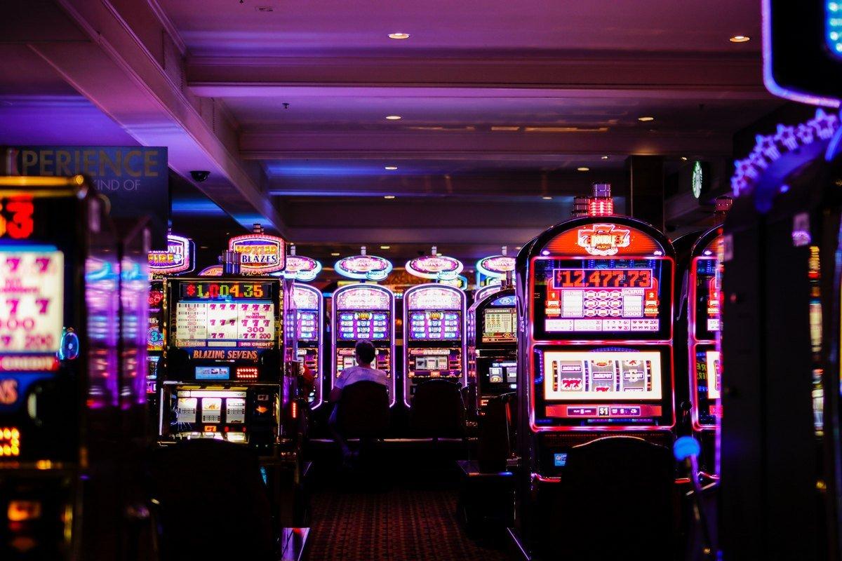 今話題のオンラインカジノの人気の理由とは?